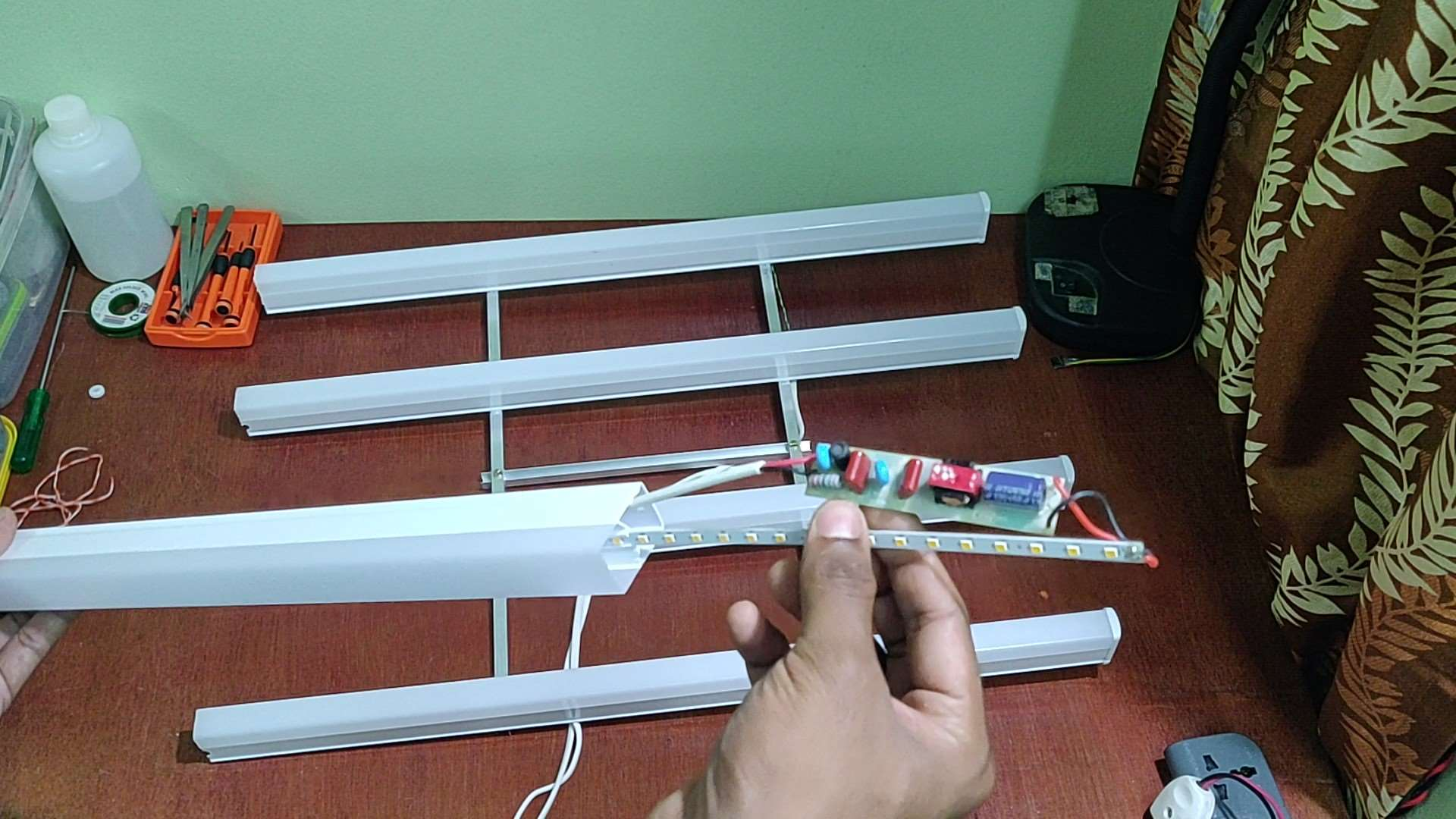 Openiing a LED Tube Light for making the DIY Light Panel